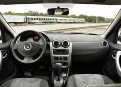 Интерьер Renault Logan 2009