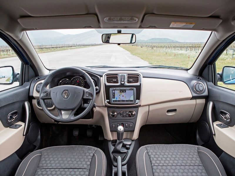 Тест-драйв Renault Logan II - интерьер