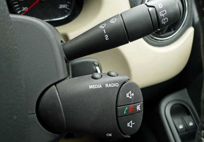 Рено: руль и переключатели