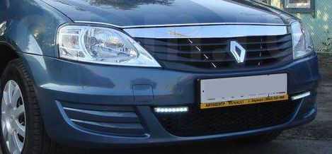 Renault Logan с ходовыми огнями